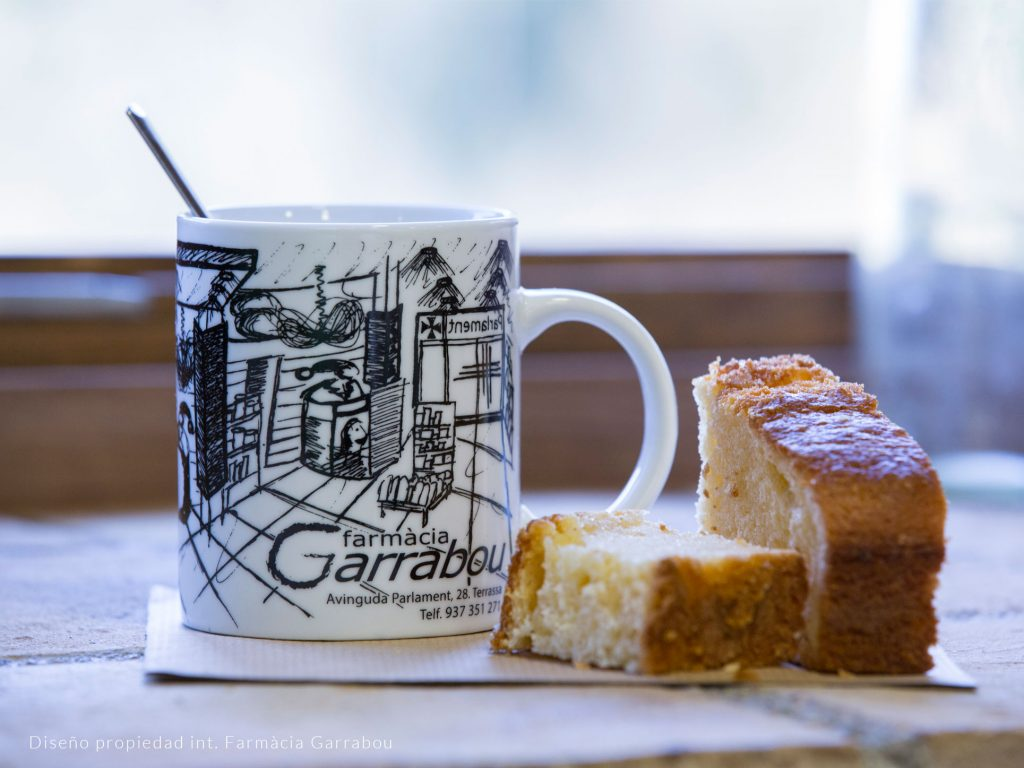 Porcelain breakfast mug with personalized imprint