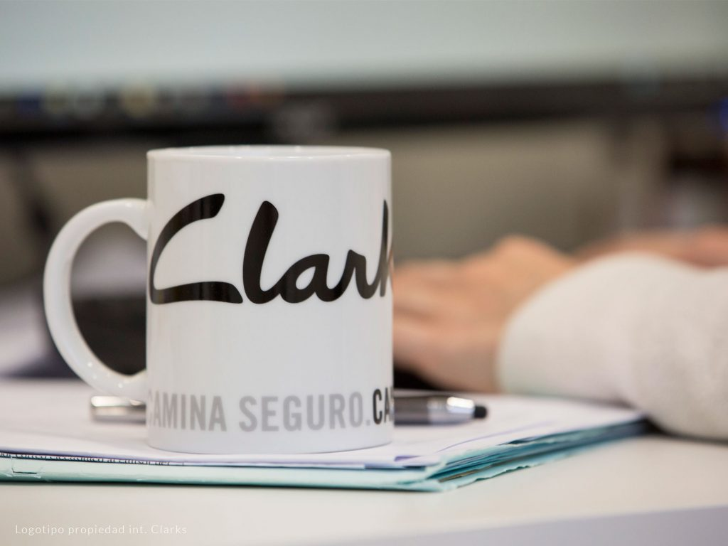 Corporate porcelain mugs for the office
