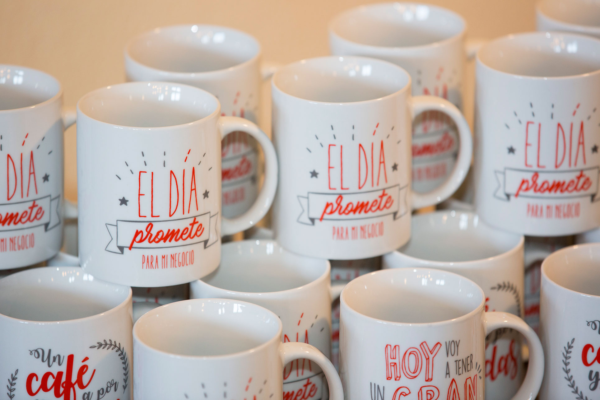 Tasses porcelaine marquage decalcomanie vitrifiable